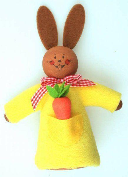 Zajíc v šatech s mrkví